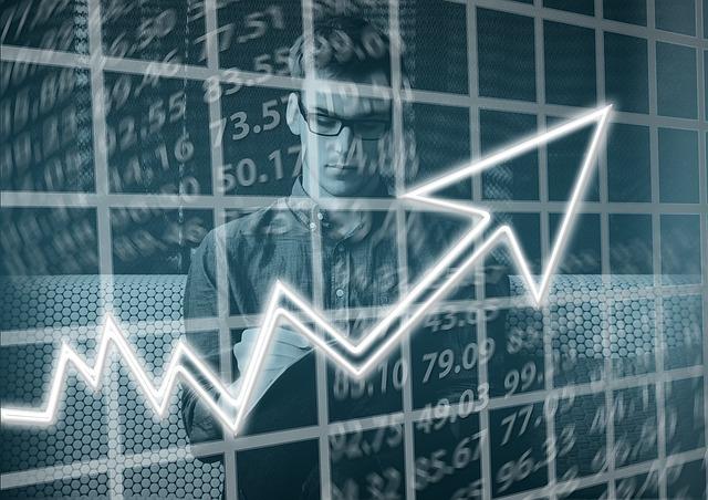 Goldman Sachs CEO David Solomon kürzt die Gehälter für seine Mitarbeiter, da der Umsatz sinkt.